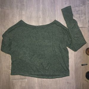 Long sleeved tee-shirt in army green.